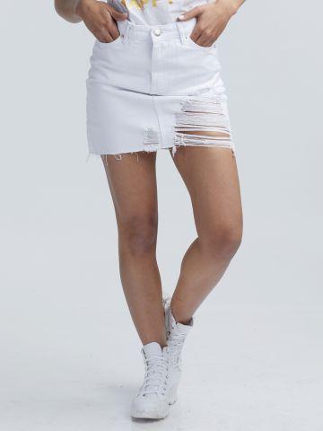 חצאית ג'ינס לבנה עם קרעים