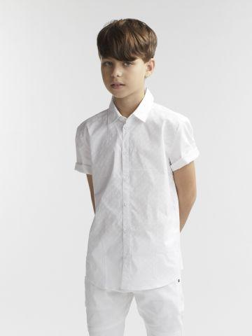 חולצה מכופתרת לבנה עם טוויסט