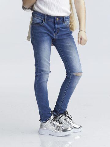 ג'ינס סופר קול עם קרע פתוח