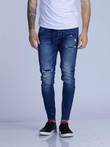 ג'ינס ג'וג משופשף עם קרע
