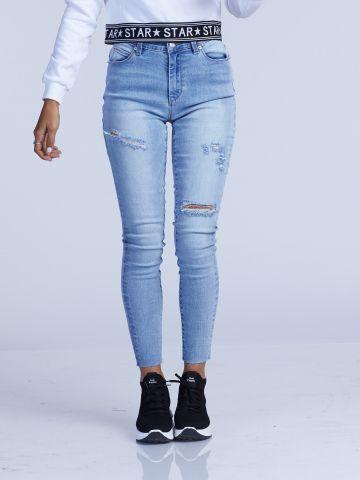 ג'ינס בגזרה גבוהה עם קרעים פתוחים
