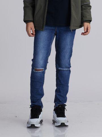 ג'ינס כחול עם שפשופים