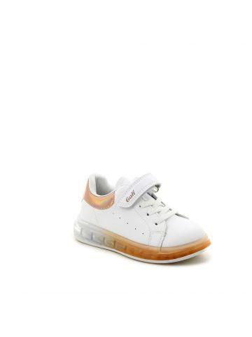 נעלי סניקרס מדליקות עם סוליה שקופה