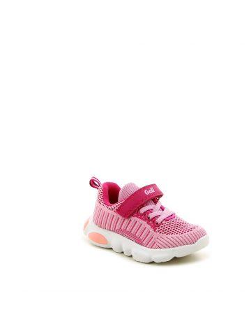 נעלי ספורט במראה סרוג