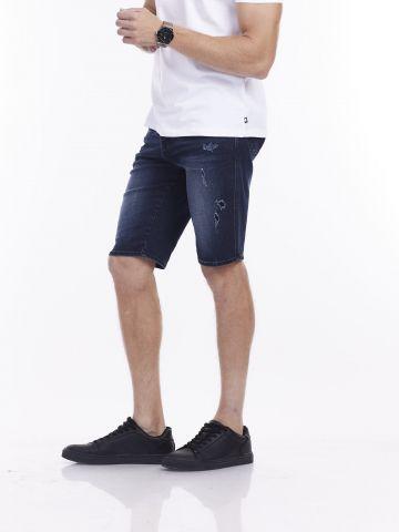מכנסי ברמודה עם שפשופים