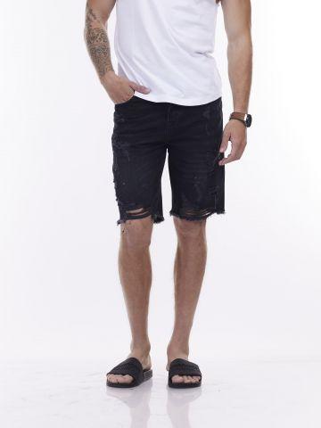 מכנסי ג'ינס קצרים קרועים