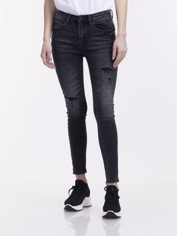ג'ינס סטרצי' עם קרעים