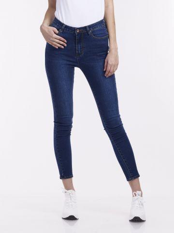 ג'ינס סטרצי' בגזרת סקיני
