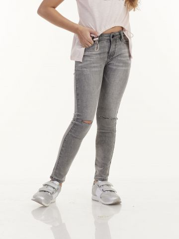 ג'ינס אפור טרנדי