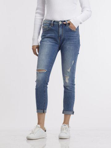 ג'ינס בהיר משופשף עם קרעים