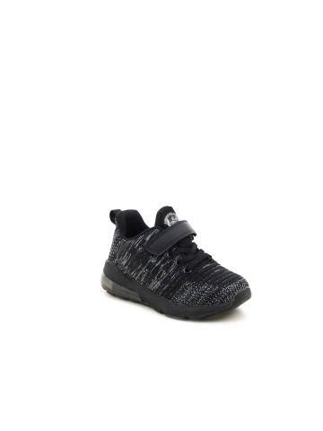 נעלי ספורט עם סגירת סקוץ'