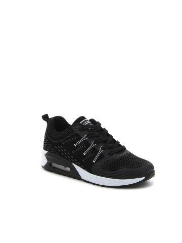 נעל ספורט שחורה במראה סרוג