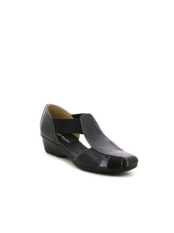 סנדלים שחורים עם רצועות גומי
