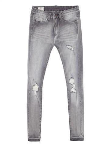 ג'ינס משופשף עם קרעים