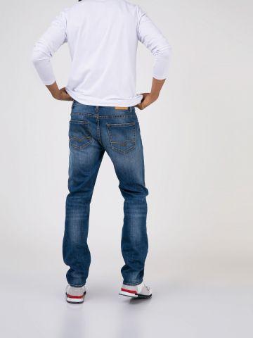 JAMES ג'ינס משופשף בגזרה קלאסית