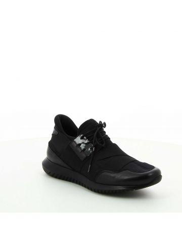נעליים ספורטיביות עם רצועה אלסטית