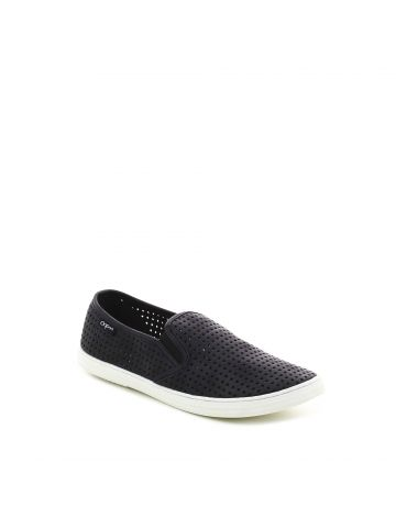 נעלי סליפ און שחורות חירורים