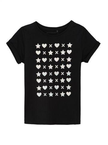 חולצת טי לבבות וכוכבים
