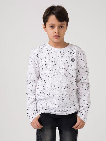 חולצת טי עם אלמנט כתמי צבע