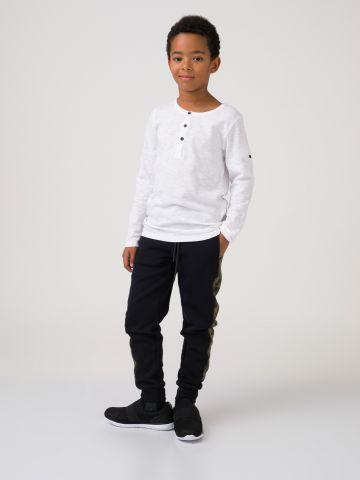 חולצת ניקי לבנה עם כפתורים