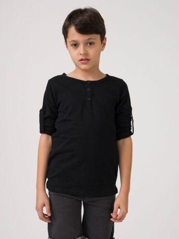 חולצת ניקי שחורה עם כפתורים