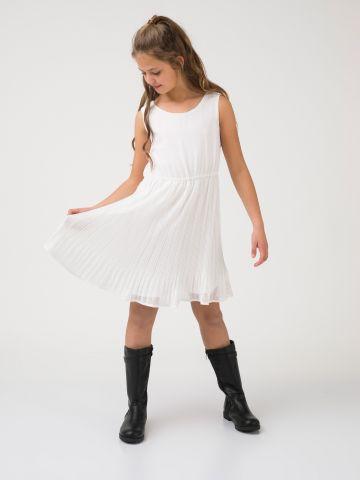 שמלת פליסה מתנפנפת