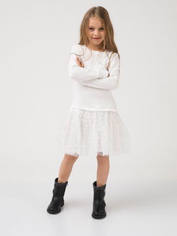שמלת טול לבנה מתנפנפת