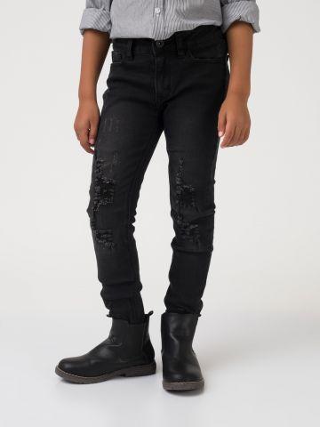 ג'ינס שחור עם קרעים מתופרים