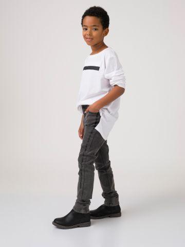 מכנסי ג'ינס עם פסים