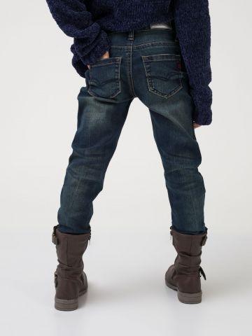 ג'ינס כחול במראה משופשף