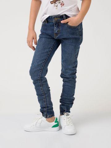 ג'ינס עם כפתורים בקרסול