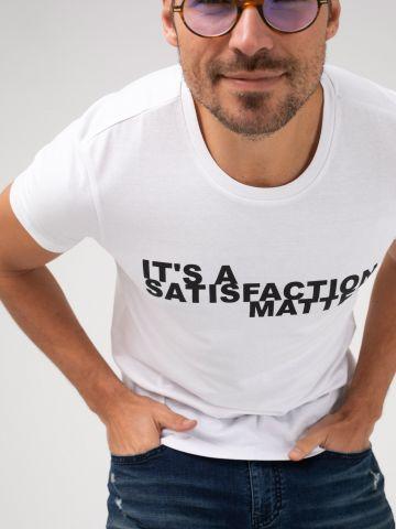 חולצה עם הדפס SATISFACTION