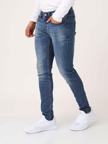 ג'ינס כחול קלאסי צמוד ברגל