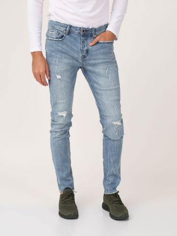 ג'ינס סופר קול עם קרעים