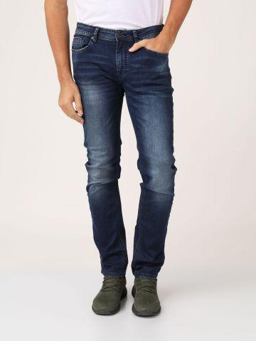ג'ינס כחול רחב משופשף