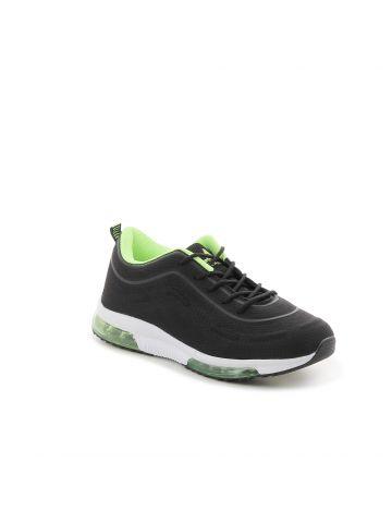 נעלי ספורט עם טקסטורה מחוספסת