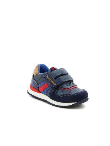 נעלי ספורט מעוצבות עם סקוץ'