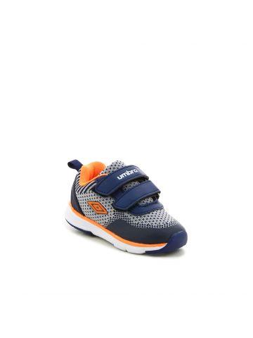 נעלי ספורט מנוקדות