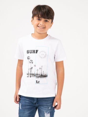 חולצת טי עם הדפס שחור לבן