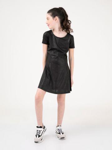 שמלה מבריקה עם איקסים מאחור
