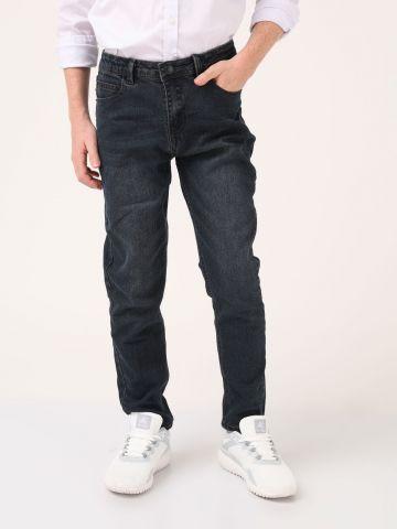 ג'ינס בגזרה ישרה