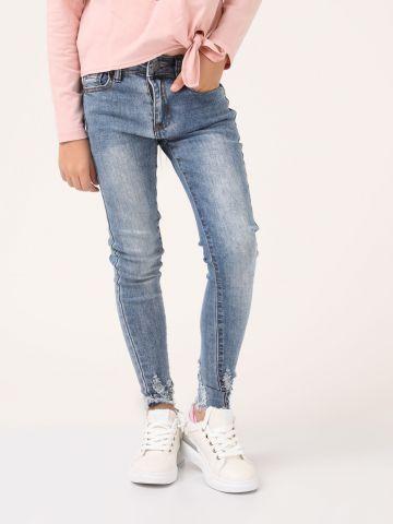 ג'ינס משופשף קרעים בקרסול